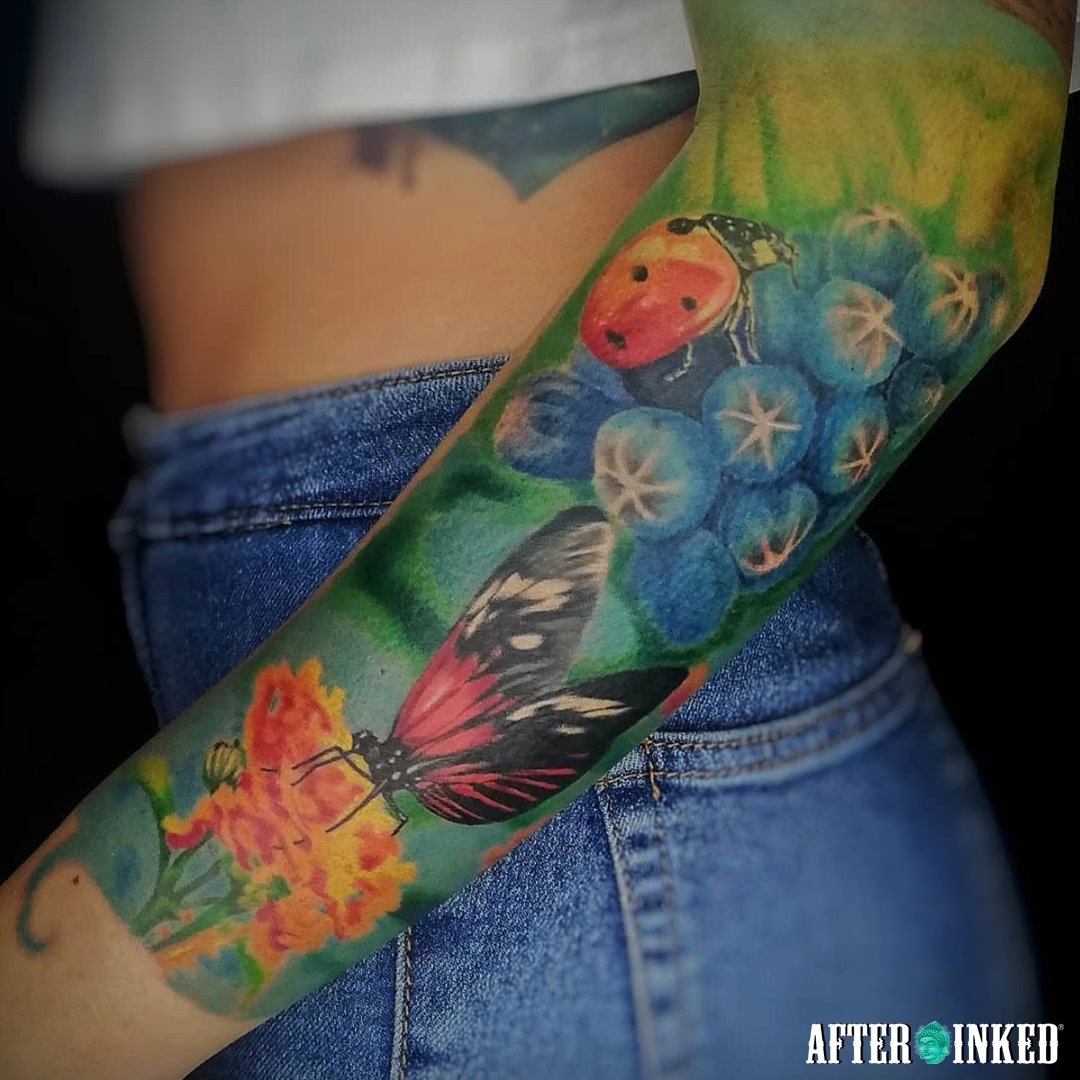 Today is Floral Design Day,. #FloralDesignDay #FloralDay #Floral #afterinked #proudusers #formulatedforperfection #afterinkedeveryday #tattooaftercare #vegan #flowers #floral #spring #beautiful #flower #flowerstagram #florist #dairoduquetattoo #e.s.e.tattoos #23cruzluistattoo