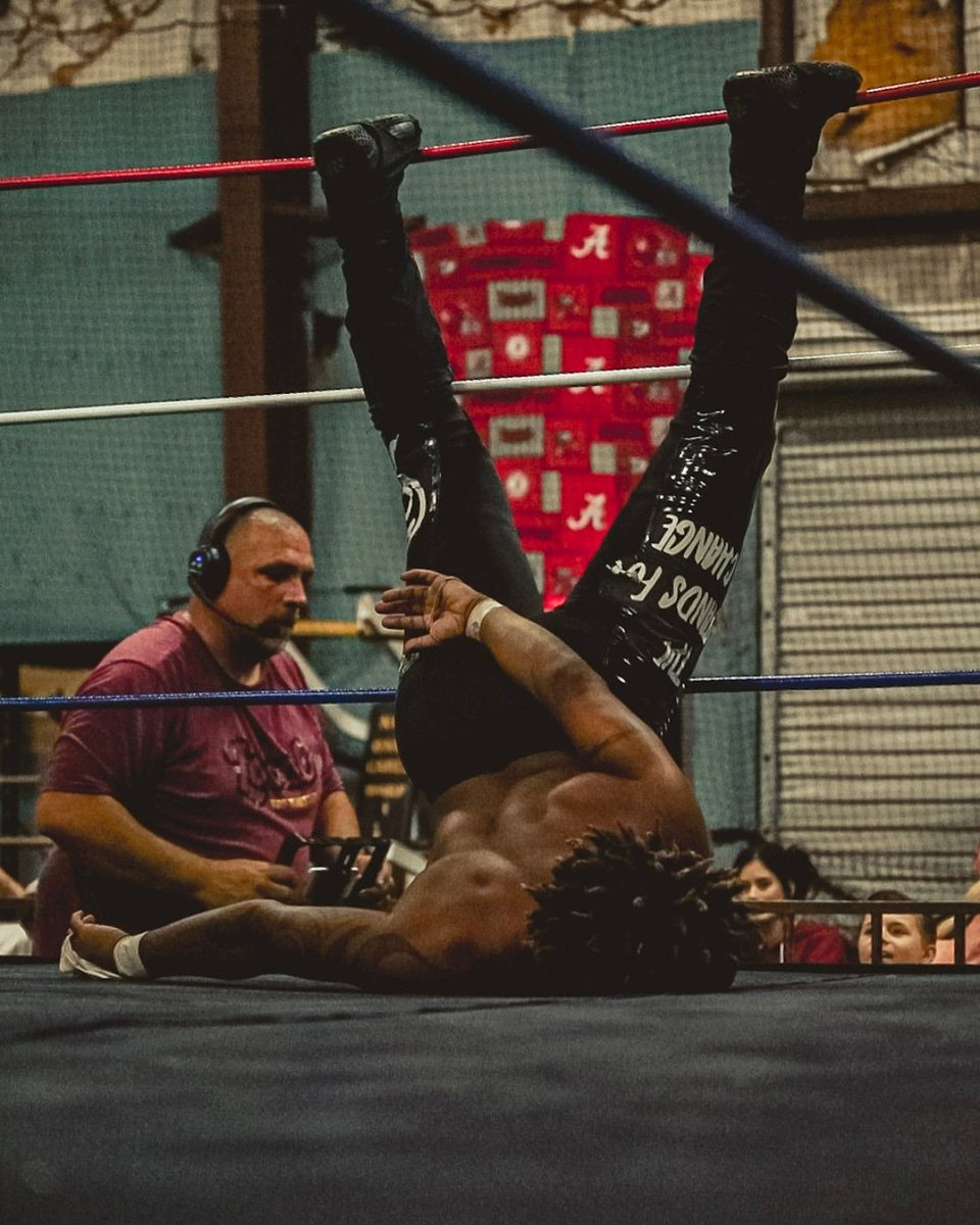 I'm tired so I'ma go to sleep 😴🤣  @localprowrestling @mnmendozaa #SamuelC #thesocietychanger #Indywrestling #Prowrestling Local Pro Wrestling LIVE