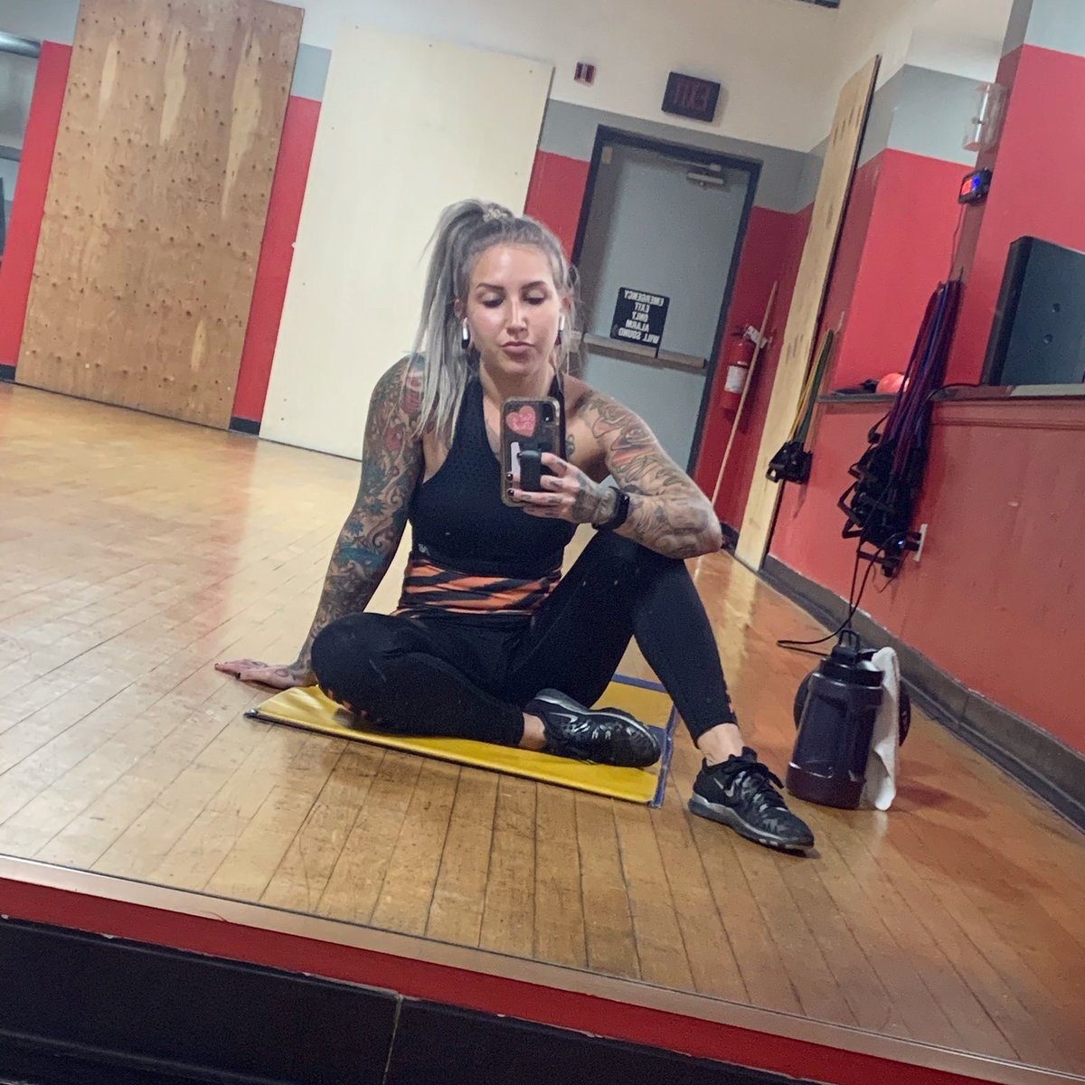 Feeling super lazy today but made it to the gym eventually 😅 #wrestling #prowrestling #womenswrestling #wwe #wwenxt #nxt #aew #wwesmackdown #wweraw #fitness #gym #lifestyle #fitspo #fitfam #girlswholift #girlswithtattoos #tattoos #sunday #SundayFunday