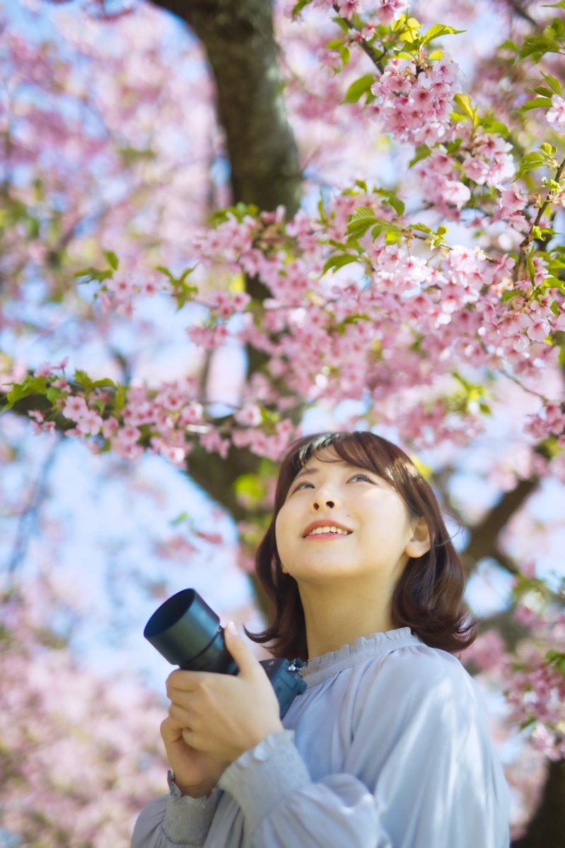 『 早めの春を収める幸せ 』    * 春撮楽しい♪ *  model:joeさん @joe_68_  location:#松田町 lens:#SIGMA #50mm F1.4 #Art  ①枚目縦構図です。  #joe #河津桜 #ポートレート #portrait #photography #モデルさんと繋がりたい #カメラマンさんと繋がりたい #EOSR #photo #ふぉと
