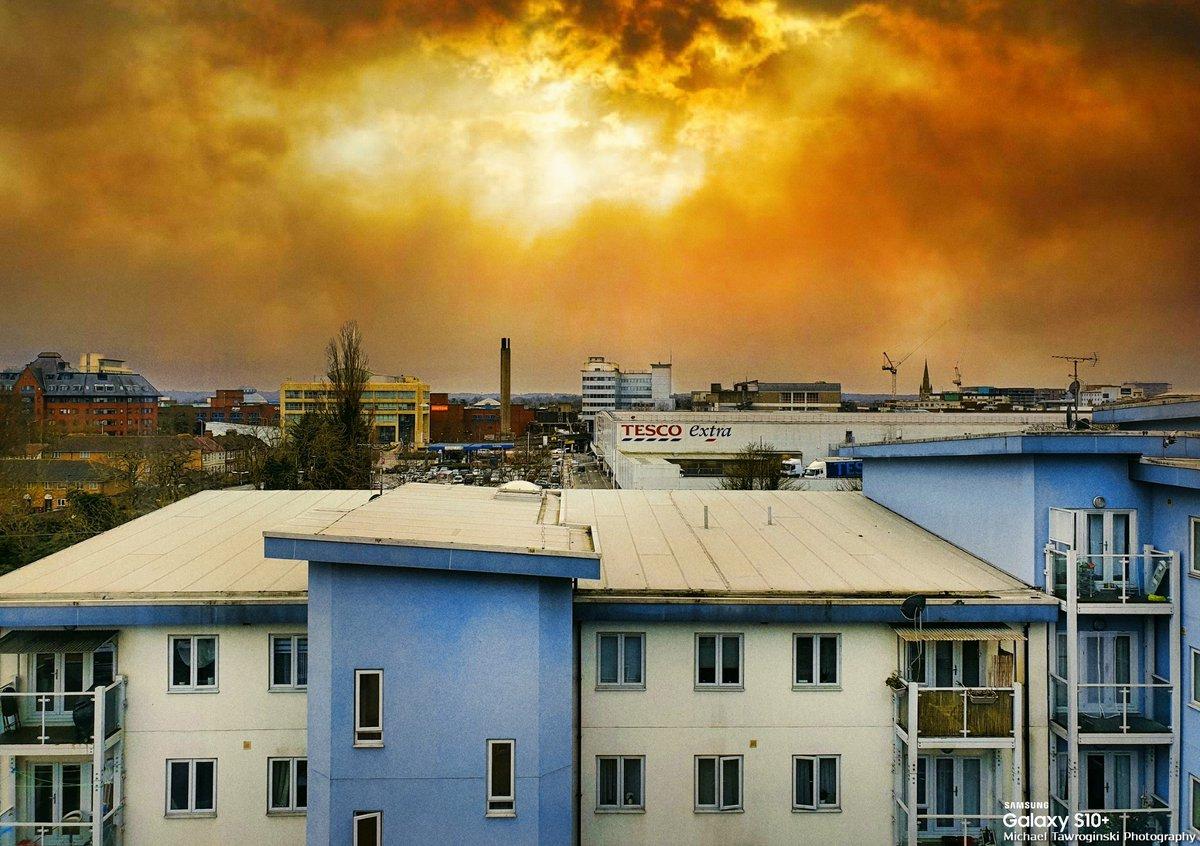 Slough🏢view from the top floor. Mill Street @samsungwithgalaxy @samsungmobile @samsunguk @samsung @samsungpolska #mobilephotography #photography @tawroginski @mtawroginska #withGalaxy 📱☀️ #s10plus