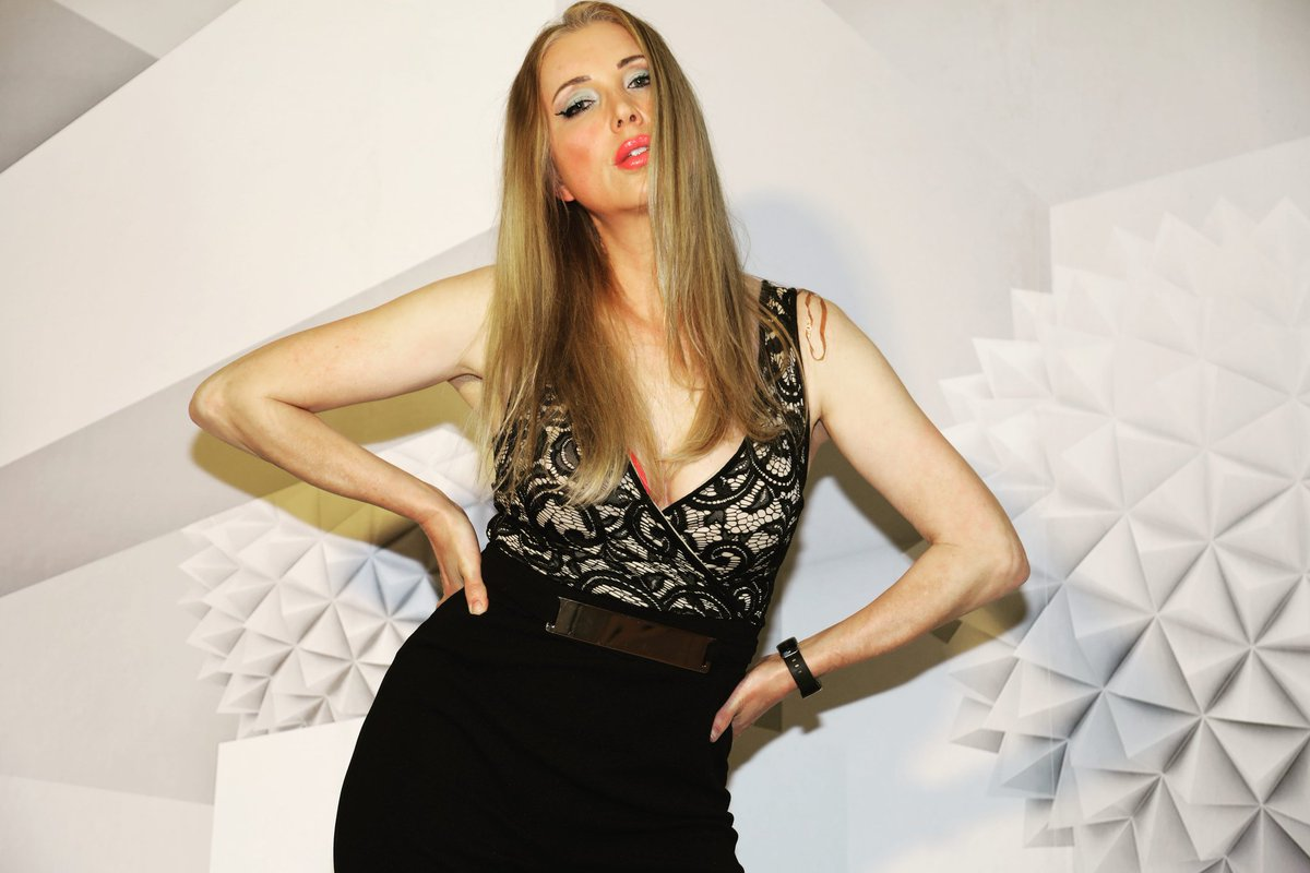 #youtube #mrsdeutschlandglobe #mrsworldgermany #beauty #setlife #shooting #home #lockdownlife #influencerstyle #blonde #happyday #photo #picoftheday📷