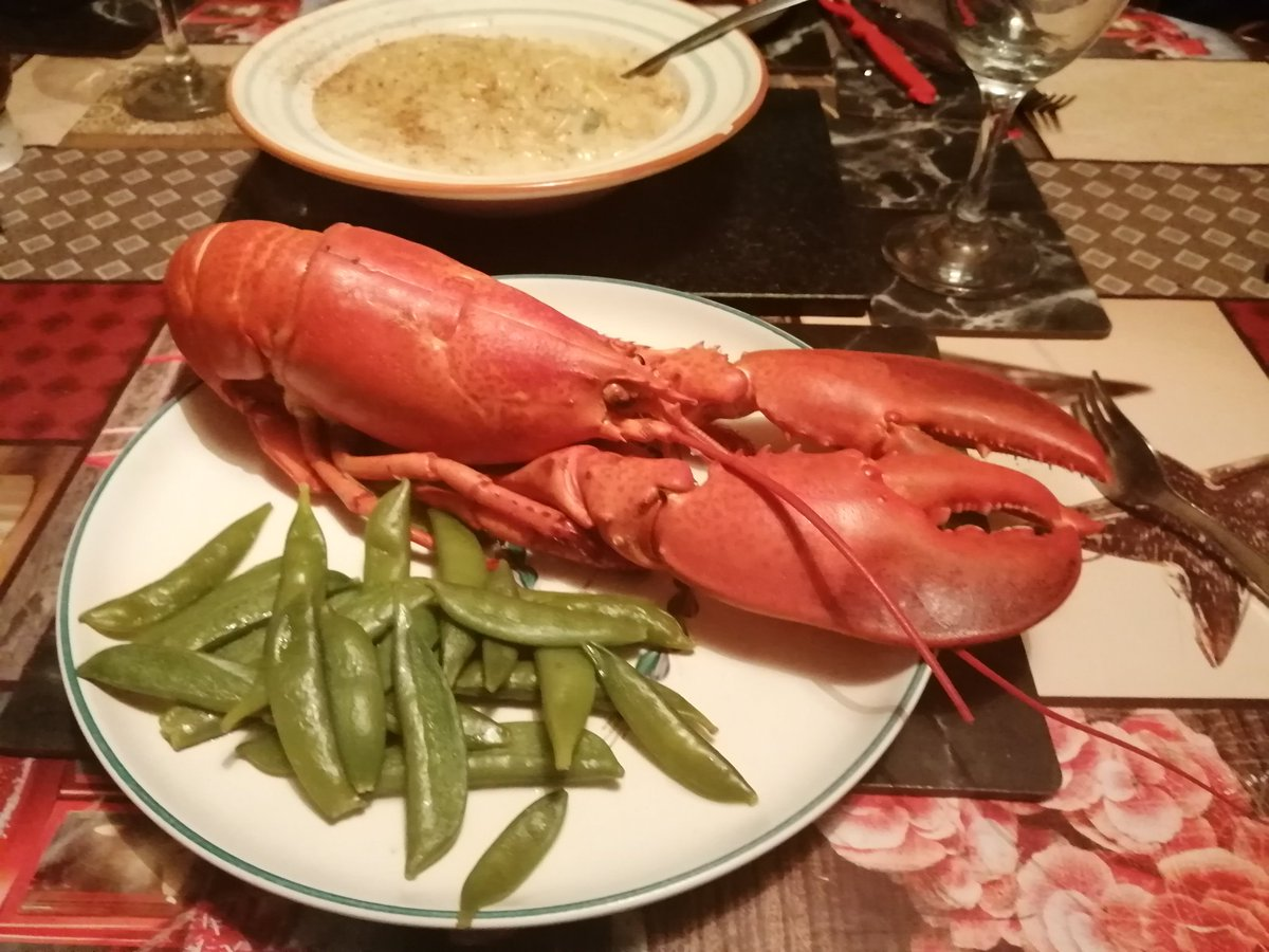 Tonight's dinner, lobster served with sugar snap peas, Mac n cheese and a glass of wolf blass Chardonnay. #delicious #Food #foodie