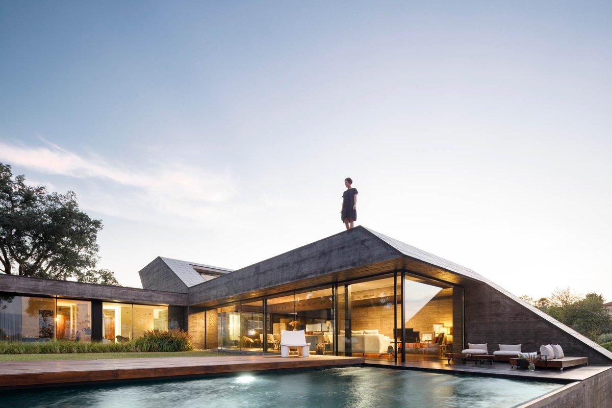 Cork Oak House in Celorico de Basto, Portugal designed by Hugo Pereira Arquitetos Read more: Photography: Ivo Tavares Studio  #architect  #architecture  #amazingarchitecture  #house #home #interiordesign #pool #realestate #design #architectures #portugal