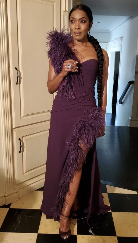 Angela Bassett's #GoldenGlobes look is STUNNING! 🤩 #AngelaBassett stars in #PixarSoul, which is up for Best Animated Motion Picture.  (📸 Jennifer Austin) via @OnTheRedCarpet