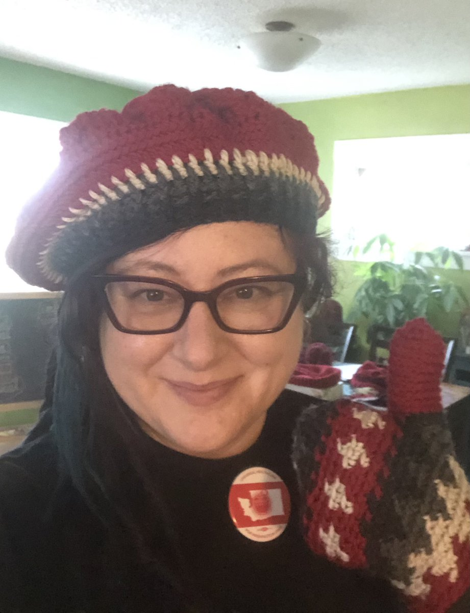 "@AmpedUpPodcast @RealJeffreyHam1 @DanPriceSeattle @WholeWashington @vanguard_pod @ProudSocialist The beautiful crochet of @MichelldVillage♥️  She & @CallForCongress were in the neighborhood today so they stopped by and delivered her @vtawesomeness #berniesmittens inspired 🧶, that we are calling #MittensForMedicare 🏩  ""With these hands"" & with the help of @WholeWashington🍎"