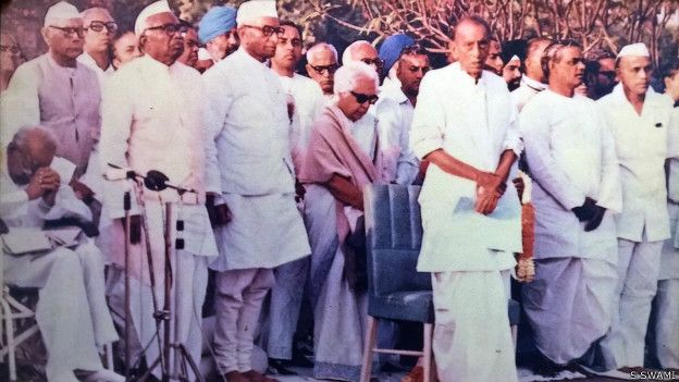 Great photo of Janata Party leaders.. Dr. @Swamy39 jee stands close to Janata Party Leader Morarji Desai jee... 🌟🌟  Many senior Janata Party leaders are seen in this photo.. 🌟🌟