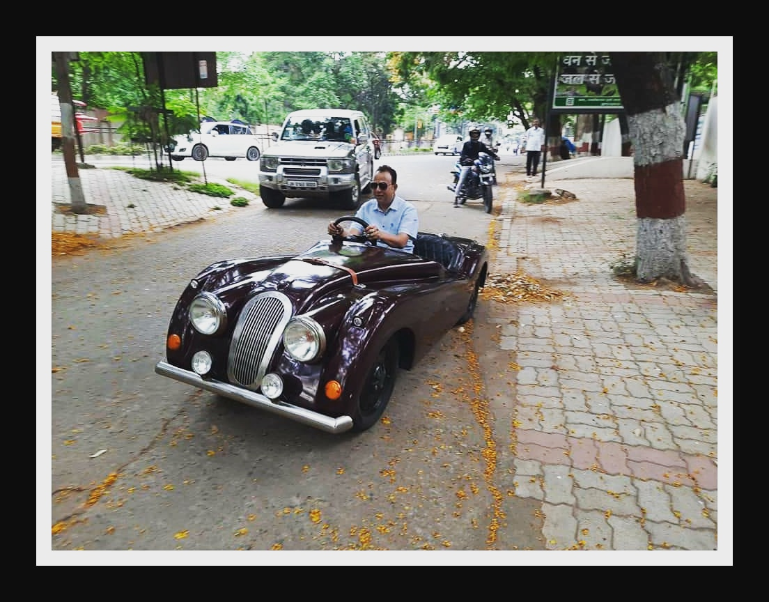 @navinjaiswal4 can u lend me this superb car for an hour!! 🙂 #loveforcars #carlover https://t.co/nNMuBwjNv6