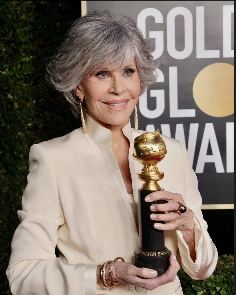 Me perdí medio discurso de Jane Fonda por contestar una llamada de mi papá. Tras una breve plática, creí libraría el resto de la ceremonia sin interrupciones.  Adivinen qué pasó mientras hablaba con mi mamá, minutos después... 🤦🏻♀️🤦🏻♀️🤦🏻♀️🤦🏻♀️🤦🏻♀️🤦🏻♀️ #GoldenGlobes