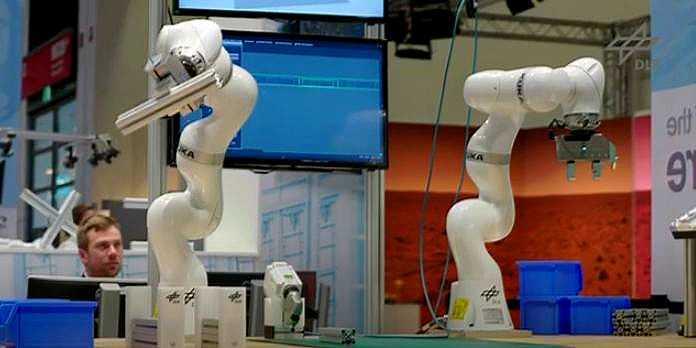An algorithm to enhance the robotic assembly of customized products   v/ @techxplore_com  #AI #Robotics #MachineLearning Cc @DeepLearn007 @KirkDBorne @schmarzo @ahier @gideonro @DiegoKuonen @alvinfoo @mvollmer1 @Fabriziobustama @enricomolinari