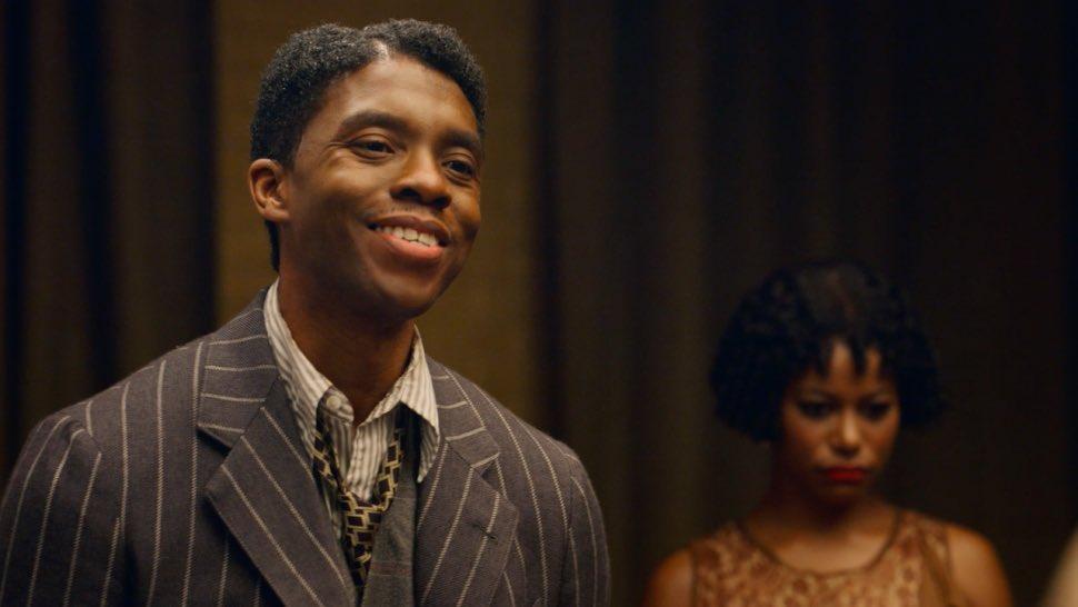 Chadwick Boseman ganando un #GoldenGlobes por su última película.  Gracias por todo, tu legado sigue. El eterno Rey 💜👑