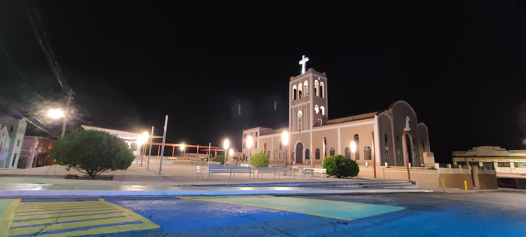 La noche de este domingo me sorprendió en la plaza pública del municipio de Ciales. Muy buena temperatura, perfecta para un café colao Entre el silencio y mucho colorido. Gracias Ciales por tus detalles. #rafyriveradiaz #puertorico #Ciales