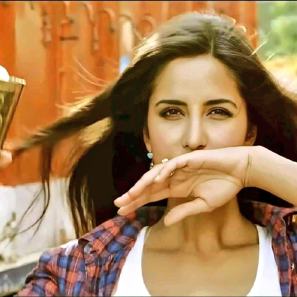 Finallyyyyyy 1.5k🙈❤️💃🏻 Thankyou everyone n good morning have a acha wala dayyy♥️😻  #KatrinaKaif ♥