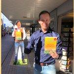 @iljagort - Je hebt ondernemers die bij tegenslag in een hoekje van hun winkel in de foetushouding gaan liggen wenen. Nee, dan Mark Snoek van The Read Shop Barendrecht! Deze tomeloze boekentijger pakt zijn kansen en doet er alles voor om zijn klanten te tippen over zijn favoriete boeken.👊🏽❤️ https://t.co/gvUGVSujJ7