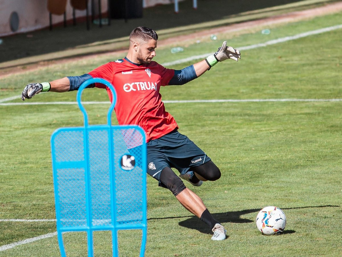 ⚽🧤 Con la mente puesta en el próximo partido en casa 💨  #AupaAlba 🆎 #delalbacetequenoespoco #AlbaceteLogroñés #BB1