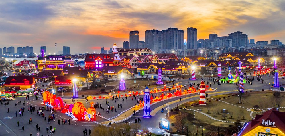 On the evening of #LanternFestival (Feb. 26) in #China, 9 groups of large #lanterns in the Golden Beach Beer City in the West Coast New Area of #Qingdao, #Shandong province, formed a #gorgeous #view, #charmingshandong #tourism #festival #nightview #urbanview #cityview #scenery