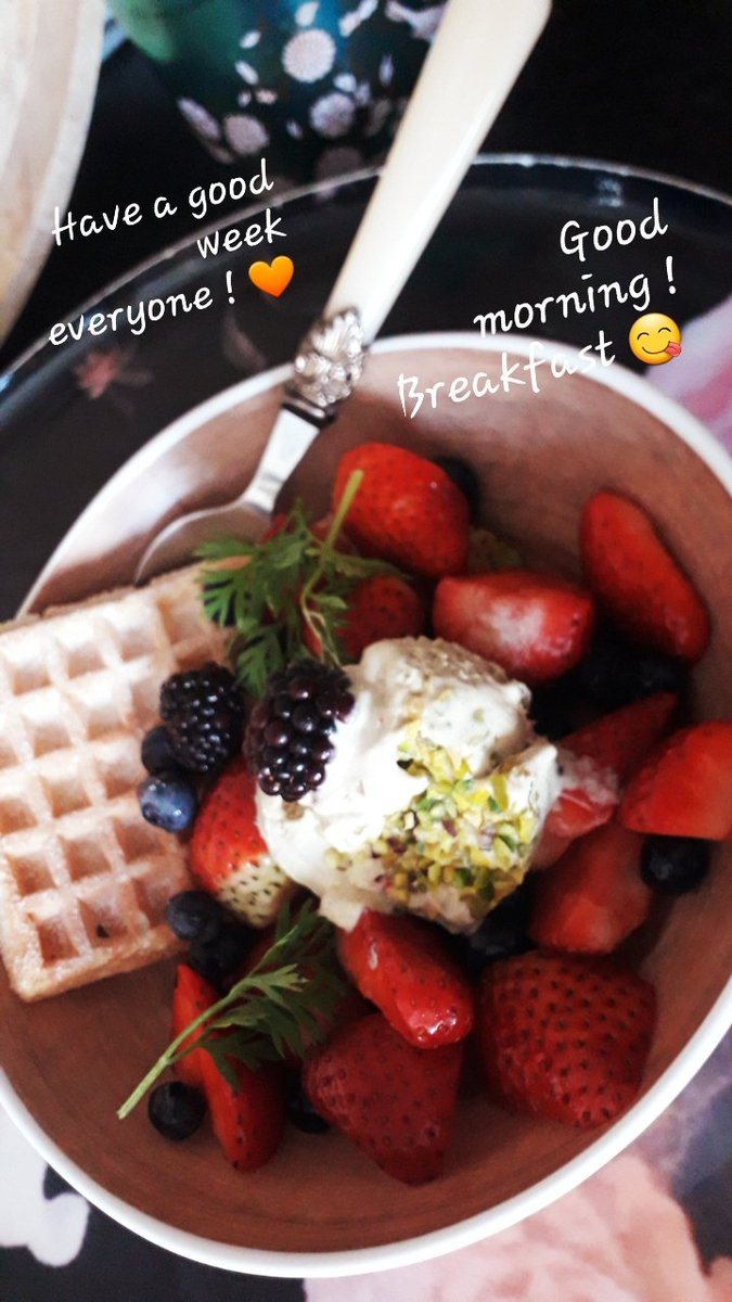 #GoodMorningTwitterWorld 8 am in #Amsterdam #Gaasperplas. Had #Vegan #pistachio #icecream for #breakfast  !! Why ?! Why does Everything need 2 have a reason 4 ?!! I felt like it !!  💁‍♀️ And the #strawberry #waffle with #blueberries & #raspberries was 😋 Have a good week everyone