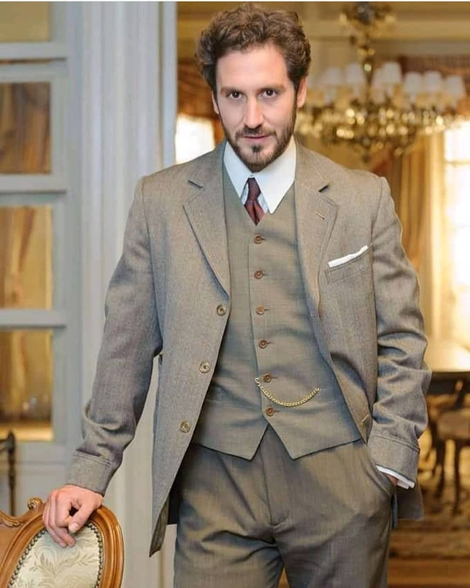 🇮🇹 Buongiorno a tutti 😊 . . 🇪🇦 Buenos dias a todos 😉  #alexgadea #buenosdias #actor #serie #television #teatro #picoftheday