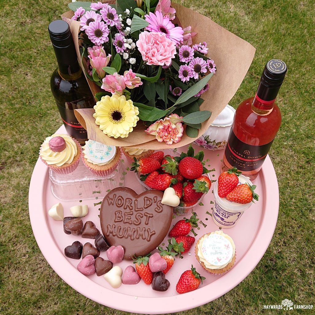Fancy treating your mum to something special this Mother's Day? 💐💐 We are offering a hamper full of delicious tasty goodies that every mum would love! 💐 Available through our online store! #MothersDay2021 #treat #Goodies #special #mum #delicious #haywardsfarmshop