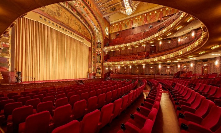 """Tulip Expat Services على تويتر: """"Time Out magazine has declared the  Tuschinski cinema in Amsterdam the most beautiful of its kind in the world.  This stunning art-deco building is of course closed"""