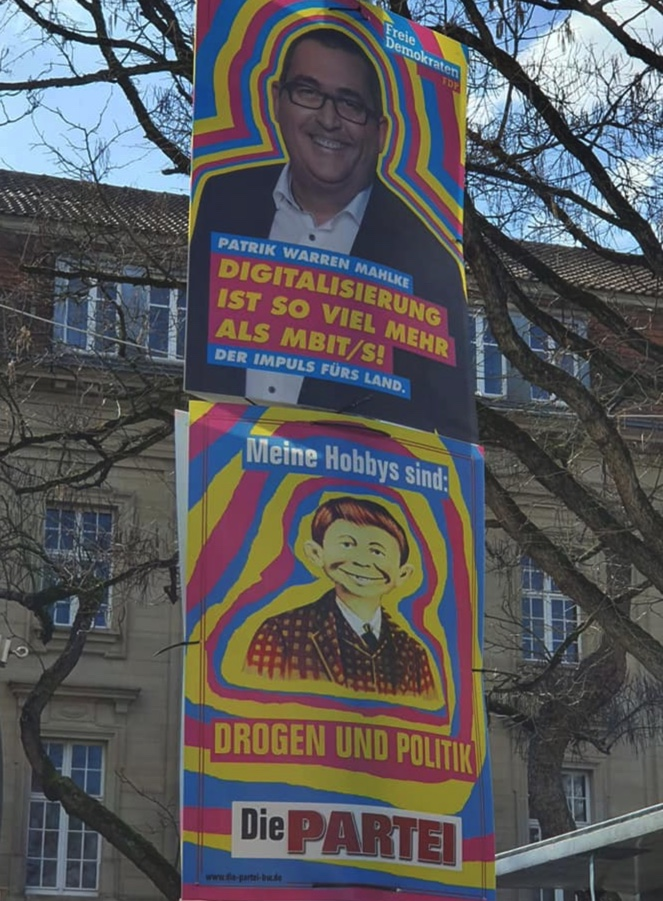 Replying to @MartinSonneborn: Die PARTEI plakatiert...