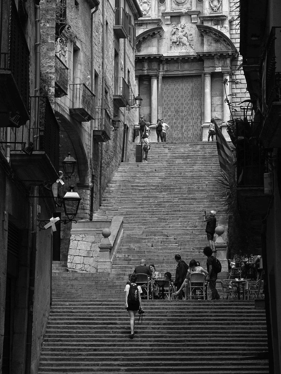 Escales...Girona #Escales #Catalunya #PaïsosCatalans #carrers #Fotografia #Photography #BlanciNegre #BlancoyNegro #BlanciNegreFotografia #interiors #Streets #BlackandWhitePhotography #Landscape #LandscapePhotography #gironès #igerscatalunya #igers #bnwphotography #bnw #girona