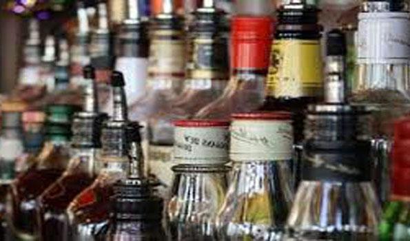 UP: Spurious liquor claims four lives in Mirzapur #SpuriousLiquor #FourDeaths #UPPolice  #Mirzapur  #UttarPradesh