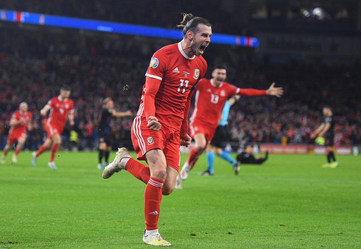 Gareth Bale comemorando gol por Gales na Eurocopa 2020