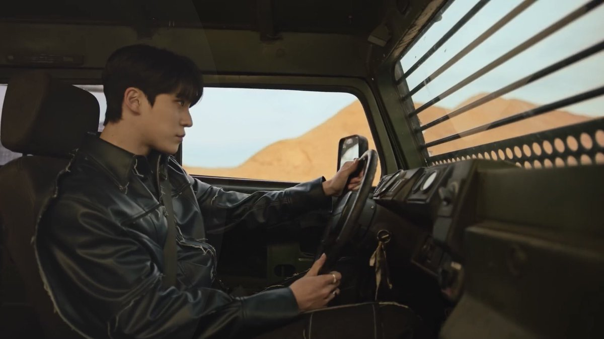 HE'S LITERALLY JUST DRIVING HE HAS NO BUSINESS LOOKING THAT HOT    #FEVER_Part_2 #불놀이야 #Fireworks  #지금우리ATEEZ는_불놀이야 #ATEEZ  #에이티즈 #YUNHO #윤호