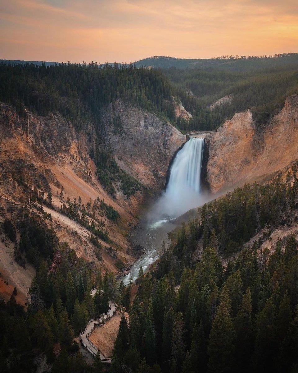 Grand Canyon of the Yellowstone 📸 Epic shot by @andrewoptics Follow us :  🇺🇸  🇺🇸  #DestinazioneUSA #StatiUniti #travelusa #travel #usa #instagood #visitusa #exploreusa #usaroadtrip #traveler #tourist #unitedstates #visittheusa #yellowstone #canyon