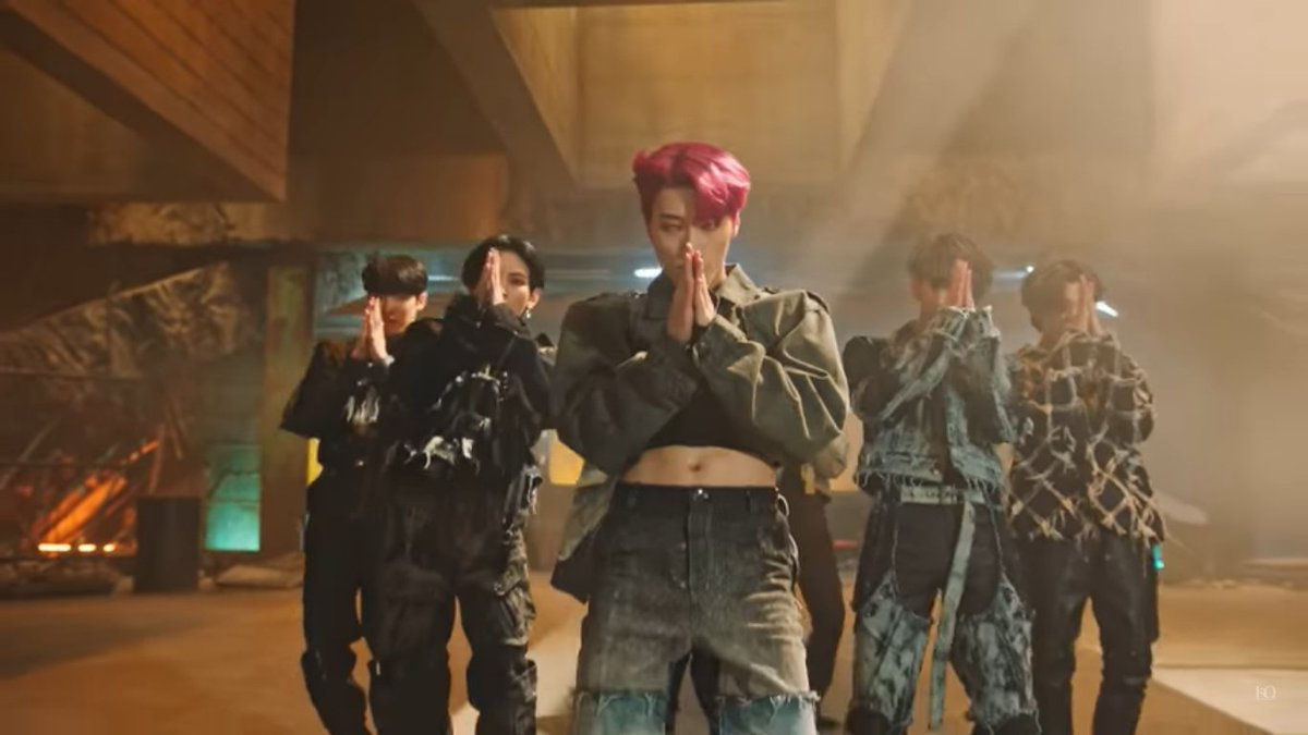 SAN IN CROP TOPS MUST BE ILLEGAL. THIS WILL BE THE CAUSE OF MY D WORD SIR #지금우리ATEEZ는_불놀이야 #FIREWORKS #불놀이야 #ATEEZ #에이티즈 #FEVER_Part_2 #TheyAreComing @ATEEZofficial