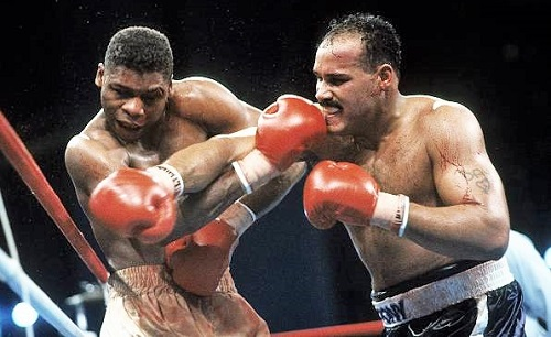 David Bey hammers a cut Tyrell Biggs with a right in their bloody battle in #LasVegas in 1987, but it was right hands from the undefeated Olympian that rendered Bey helpless in round six. The TKO win paved the way for Biggs' shot at Mike Tyson. #Heavyweight #History #Boxing