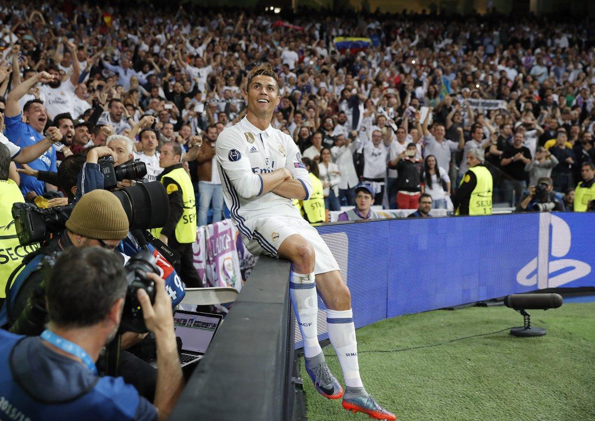 Replying to @LigadeCampeones: 📸 Fotos para la historia de la Champions League  @Cristiano Ronaldo 😎  #UCL