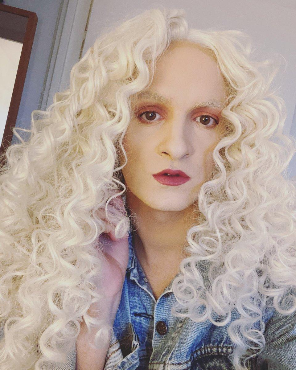 Today recording 🧛♂️ #newsong #ArtistOnTwitter #DragRace #musician #popmusic #dancemusic #selfie #studio