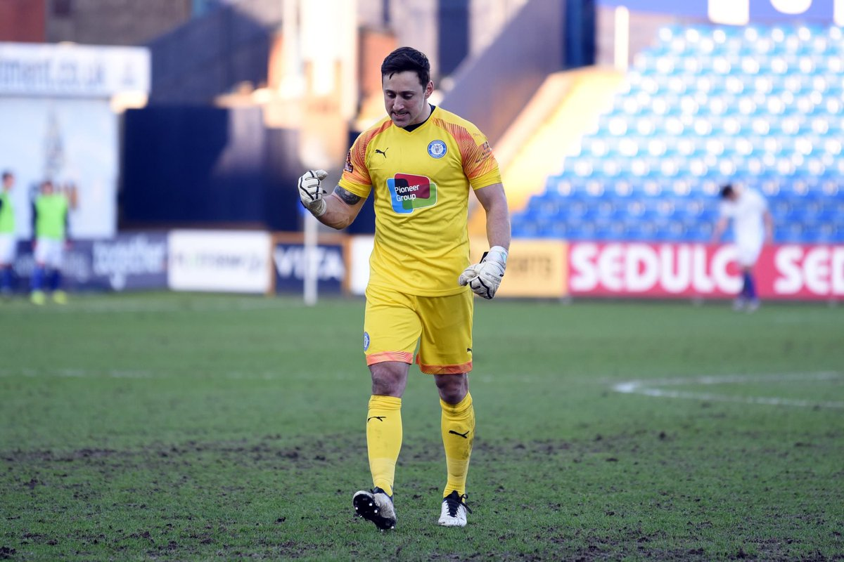 5️⃣ clean sheets in his last 6️⃣ games 1️⃣ 0️⃣ league clean sheets this season - more than any other National League 'keeper.  In the middle of our goal, Hinchliffe 🙌