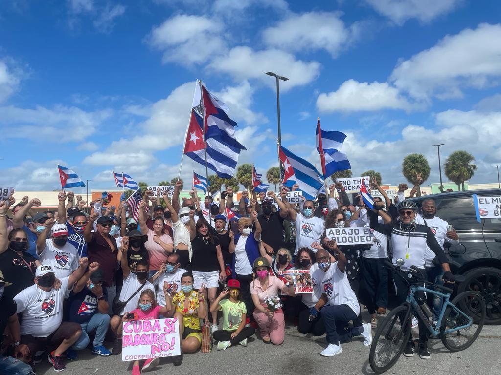 Emigrados dignos recorrieron en caravana 7 ciudades de EE. UU. y Canadá reclamando #NoMásBloqueo a Cuba. La #Patria vive en ellos, donde quiera que estén. #SomosCuba #CubaViva