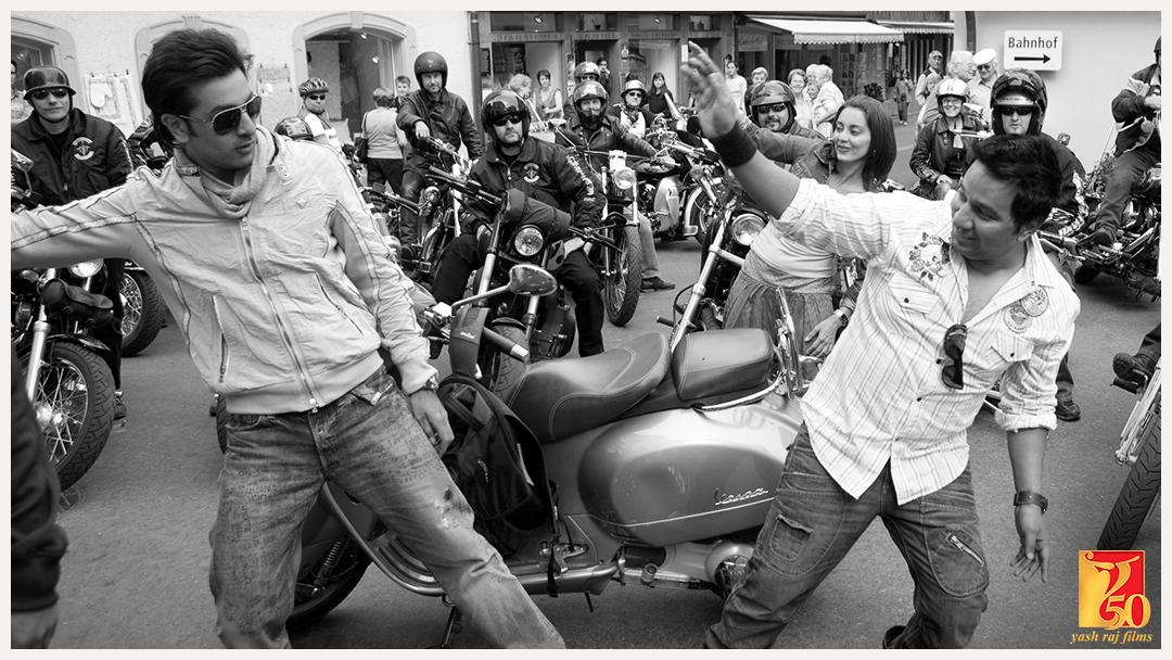 Getting into the groove #AahistaAahista | #YRF50 | #BachnaAeHaseeno