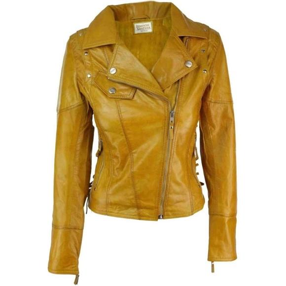 So good I had to share! Check out all the items I'm loving on @Poshmarkapp from @ShoesJohny #poshmark #fashion #style #shopmycloset #jemisonleather #gap: