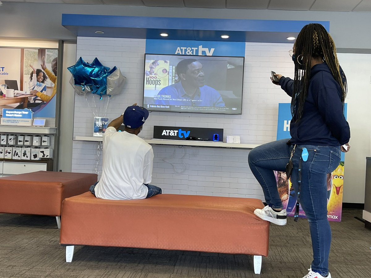 Cellular World in Tamarac closed out February with 5 TV's in 2 days!!! Incredible leadership, teamwork, and execution in this store!!! #SWATsUP #southERnchARm #OneFLA #LifeAtATT @Ciara_Wills @ChanceHenry84 @jrluna11 @eniggemann @swat_east