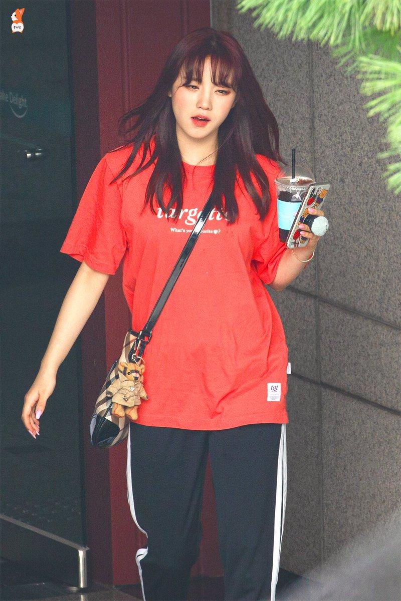 Yuqi in casual shirt tho 😵🤯 @G_I_DLE #GIDLE #여자아이들 ❤