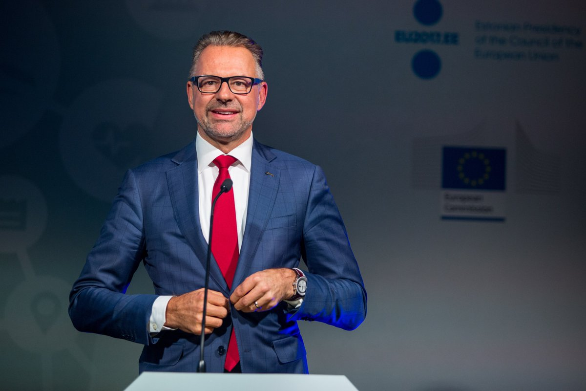 Congratulations @AschbacherJosef for starting your new role as Director-General of @esa. 🙌 We look forward to leveraging on this legacy to contribute to the success of the #EUSpace sector. 🛰️ Have a great start to your new role! 🚀