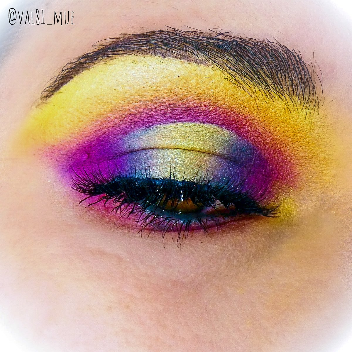 #colorfuleyeshadow #makeup using @ABHcosmetics mini pro pigment palette collection 😍 #makeupartist #beauty #beautycommunity #mua #colors #colorful #AnastasiaBeverlyHills