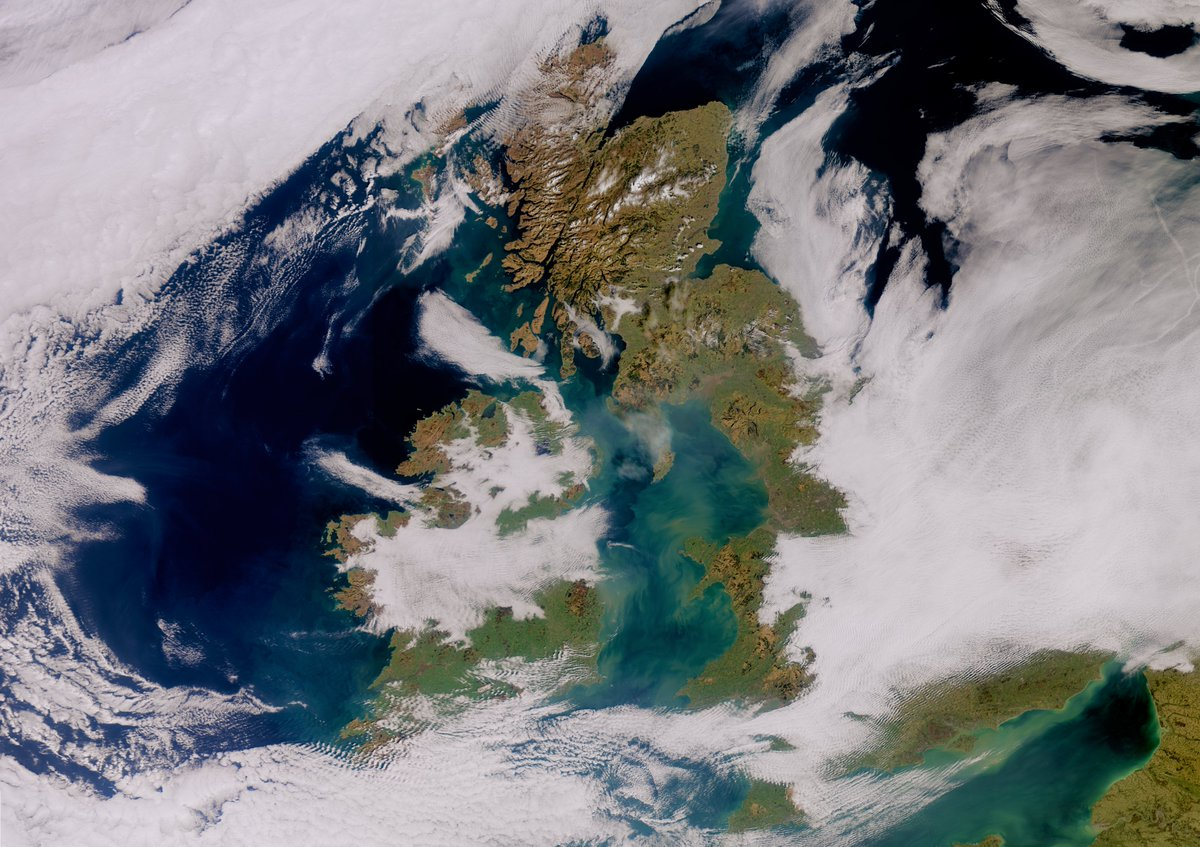 Lovely view of the Britain + Éire taken by the @CopernicusEU Sentinel3 satellite today! Look at how colourful the water in the Irish Sea is!