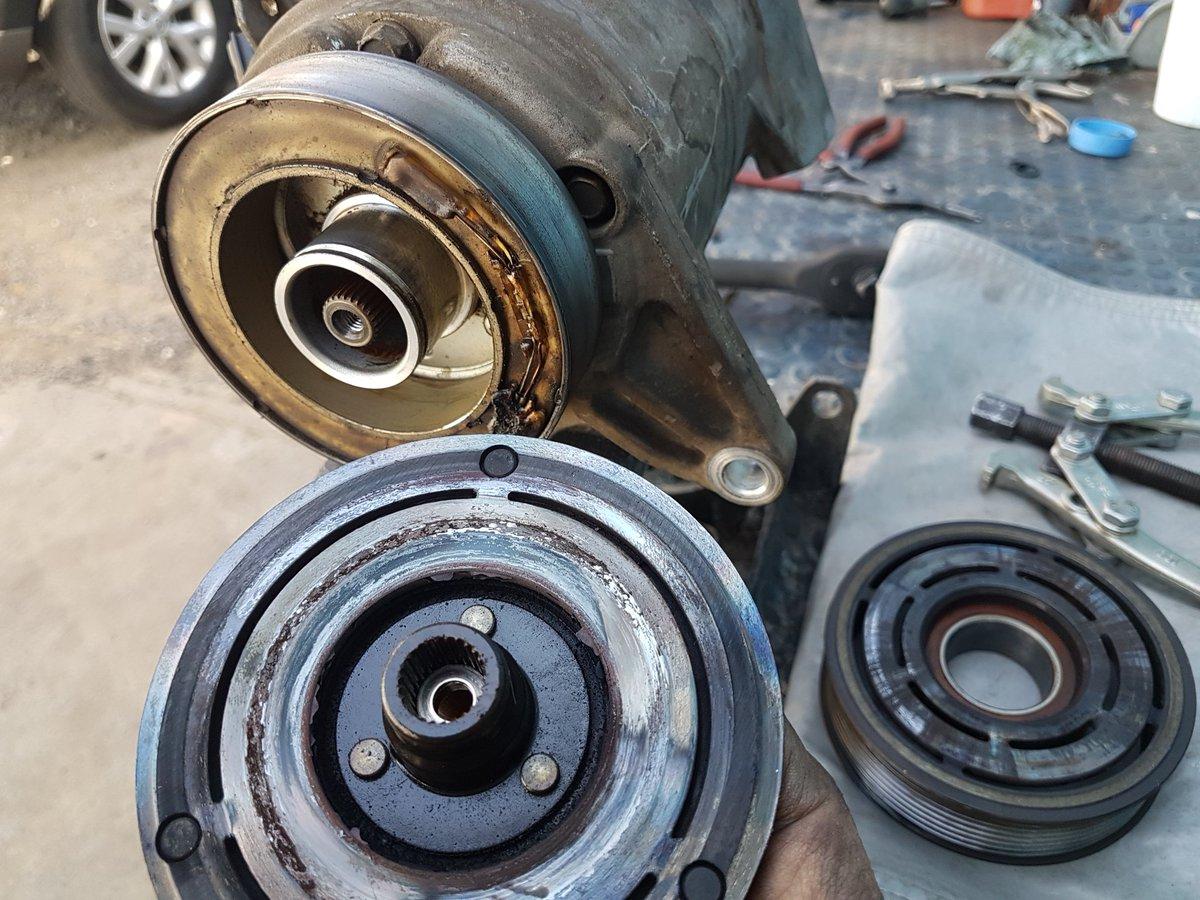 El deterioro de un balero en polea de compresor y el daño causado en la bobina y plato de arrastre del mismo. #nissan #murano #Autoclimasgdl #tallerautomotriz #temperaturas #frentefrío #servicio #climagdl #ZMG #AMG