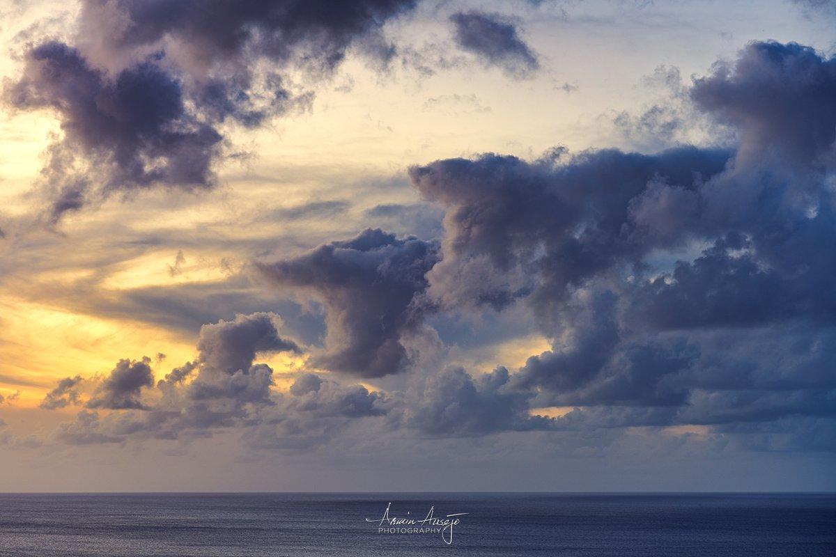 A photographic representation of Monday 🌥  #throwback #monday #bluemonday #clouds #sunset #chasingsunsets #hawaii #waimeabay #hawaiiansunset #stormclouds #seascape #northshore #Nikon #Z7 #ArminPhoto