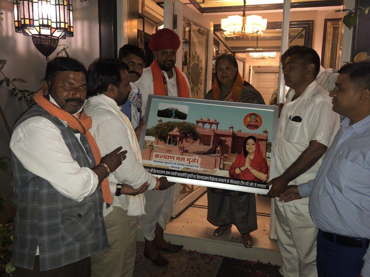 जनप्रतिनिधियों व आमजन से मुलाकात की कड़ी में आज जयपुर स्थित आवास पर पधारे विभिन्न सामाजिक संगठनों के महानुभावों से शिष्टाचार भेंट की।  #BJP4Rajasthan