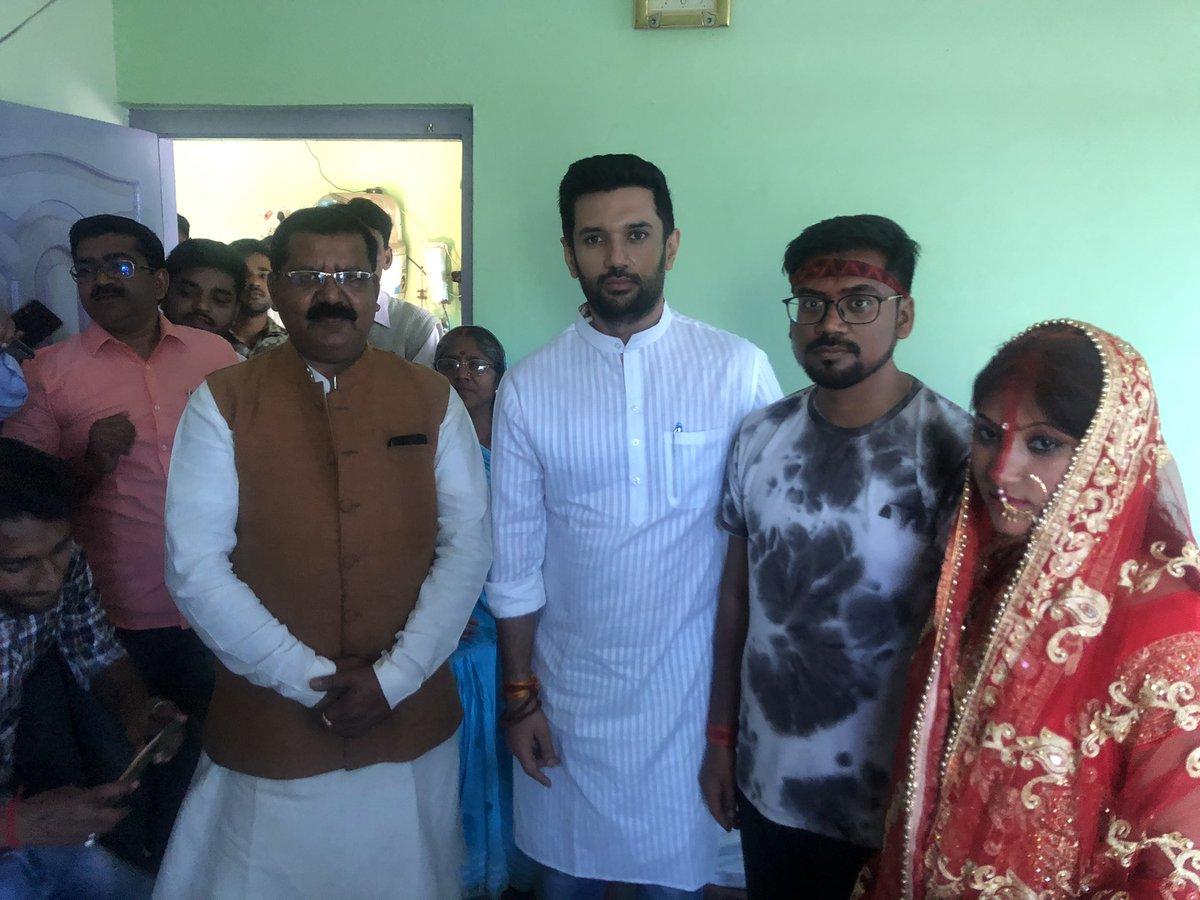जनता दल यूनाइटेड जमुई ज़िला के पूर्व अध्यक्ष व जे॰डी॰यू॰ के संस्थापक सदस्य श्री शिव शंकर जी के आवास पर उनके पुत्र के विवाह के उपरांत उनके परिवार के सदस्यों से मिला व वर वधु को उनके भविष्य के लिए शुभकामनाए दी।