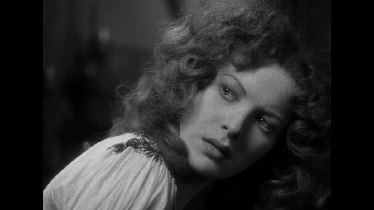 Time for another closeup, Mr. DeMille!  Maureen O'Hara, in The Hunchback of Notre Dame #FilmTwitter