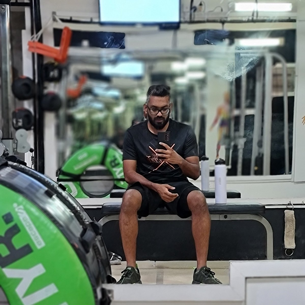 WORK OUT. EAT WELL. BE PATIENT. BODY WILL REWARD. . . . . #gym #workout #2021challenge #glowfit #flasks #weartoddy #amldivianstory #drinktoddy @glowfitsquad @hasan_haleem