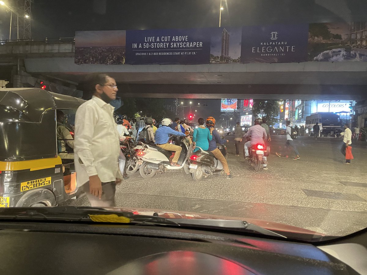 This is always the scene at signals. All bikes flouting traffic rules and creating terrible congestion. Why is there no reprimand? @mtptraffic @MumbaiPolice why the hell is it so difficult to curb this?